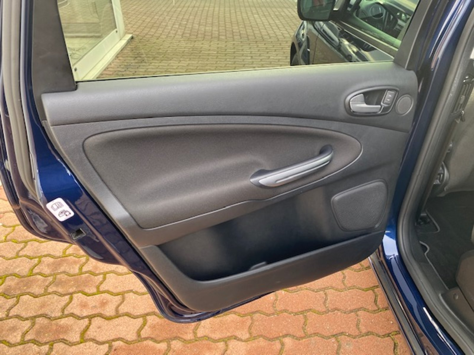 Ford S-Max Business Edition+NAVI+7-SITZE-2